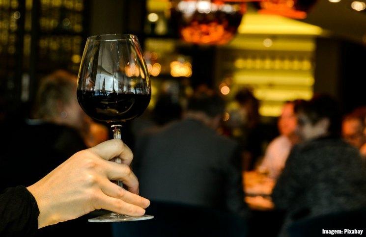 8 erros ao viajar sozinha: Beber além da Conta | Viajante Solo