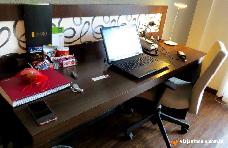 quality-hotel-curitiba-escritorio
