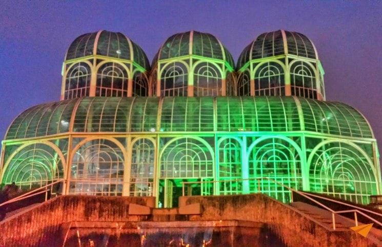 Passeios Gratuitos em Curitiba Jardim Botânico Noite | Viajante Solo