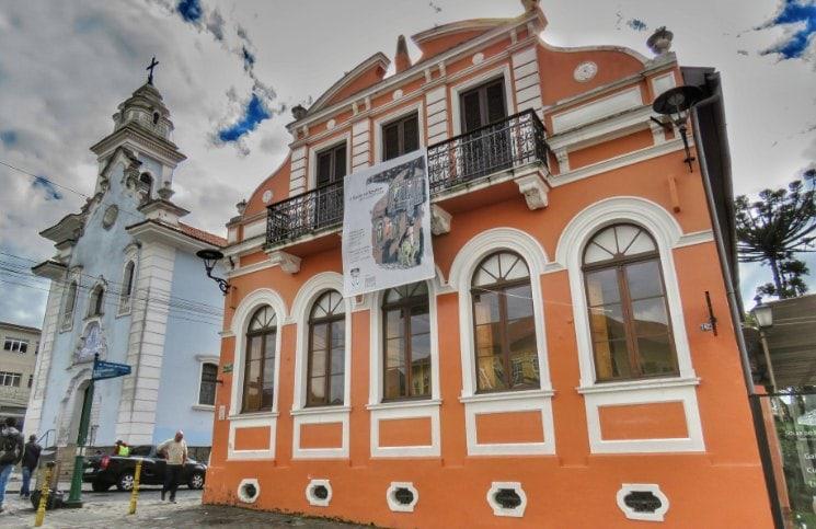 Passeios Gratuitos em Curitiba Solar do Rosário | Viajante Solo