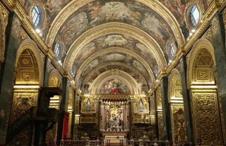 Sozinha em Malta Co Catedral