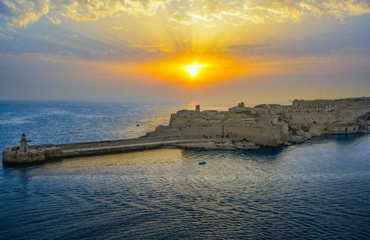 Sozinha em Malta Por do Sol