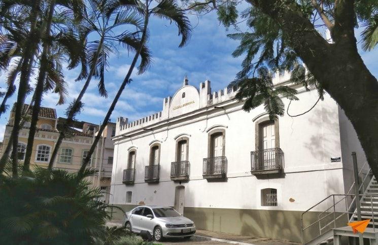 Passeio no centro histórico de Angra Camara Municipal | Viajante Solo
