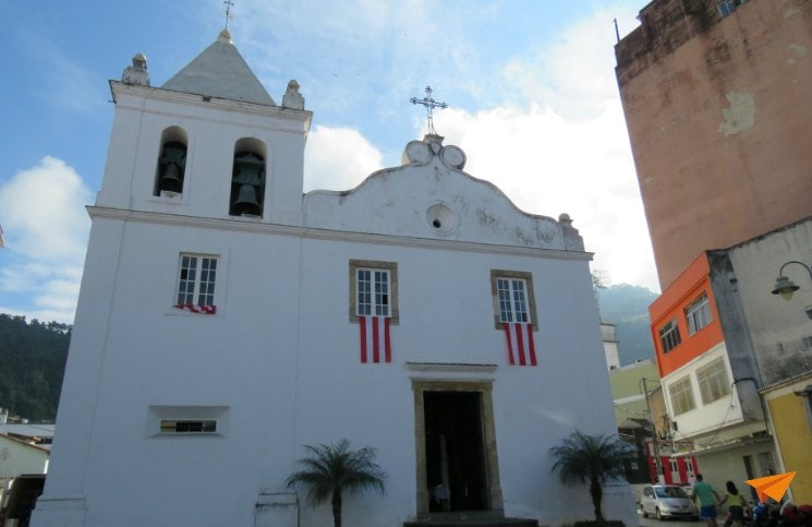 Passeio no centro histórico de Angra Igreja Matriz | Viajante Solo