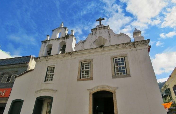 Passeio a pé no centro histórico de Angra Igreja de Santa Luzia | Viajante Solo