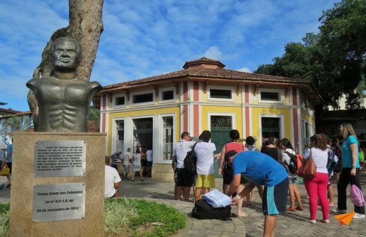 Passeio no centro histórico de Angra Monumento ao Zumbi | Viajante Solo