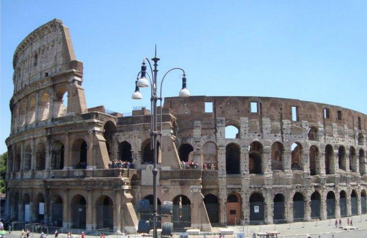 Sozinha em Roma Coliseu