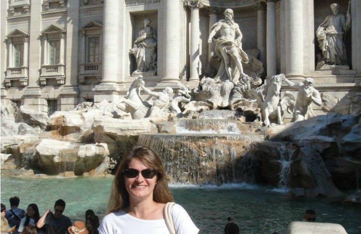 Sozinha em Roma Fontana Di Trevi