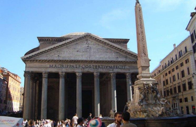 Sozinha em Roma Panteão