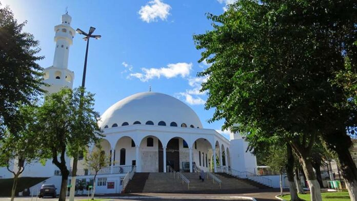 Visita a Mesquita Omar Ibn Al-Khattab, Foz do Iguaçu Viajante Solo