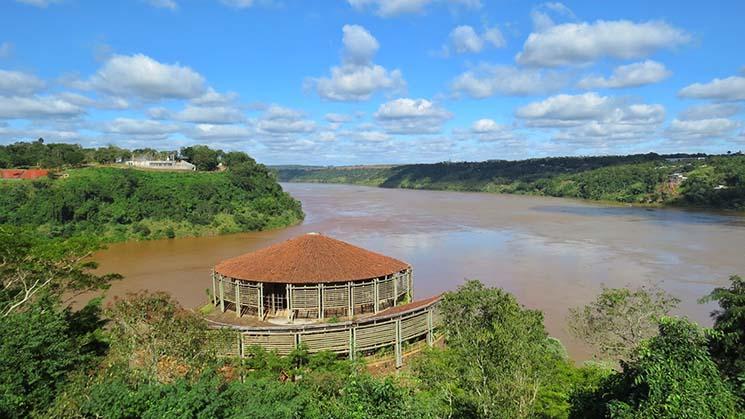 Visita ao Marco das Três Fronteiras Vista do Rio