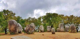 Cromeleque dos Almendres o maior círculo de menires da Península Ibérica