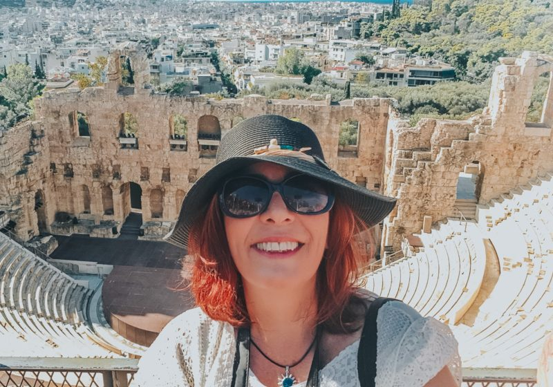 Sozinha na Grécia, Denise Tonin