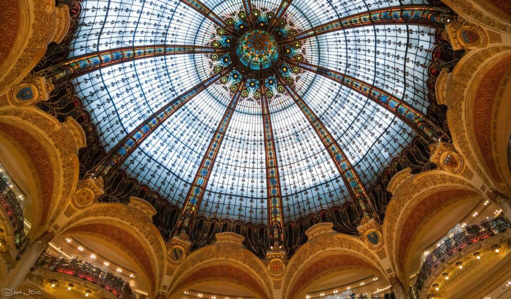 Passeio Gratuitos em Paris para curtir sozinha: Ver Paris do alto do terraço das Galeries Lafayette