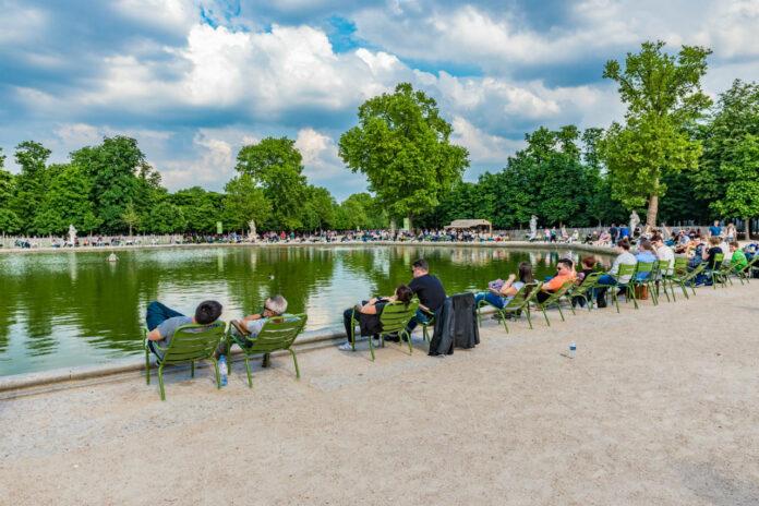 Passeios Gratuitos em Paris Descansar das caminhadas no Jardin des Tuileries