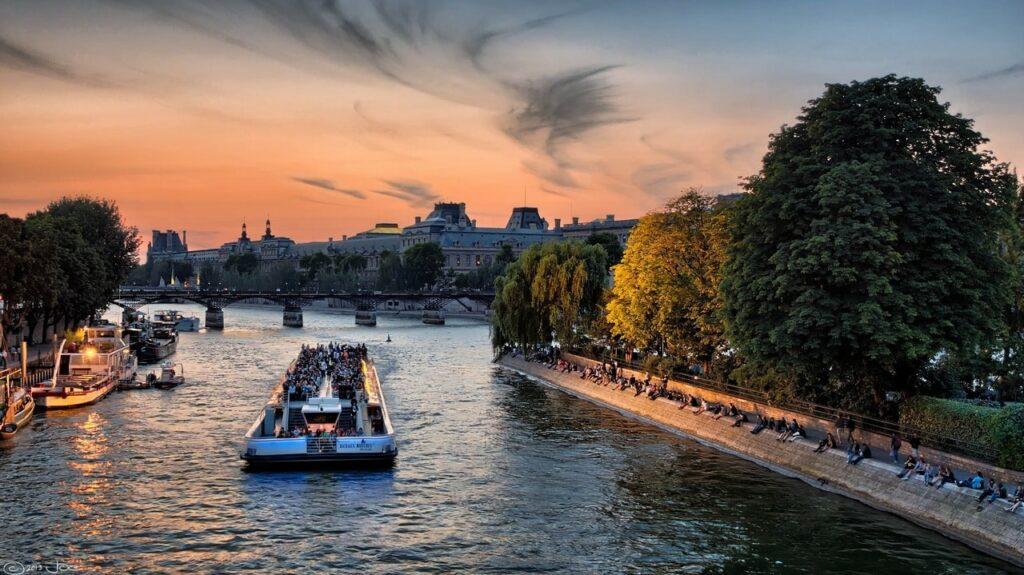Passeios Gratuitos em Paris para curtir sozinha: Piquenique as margens do Rio Sena