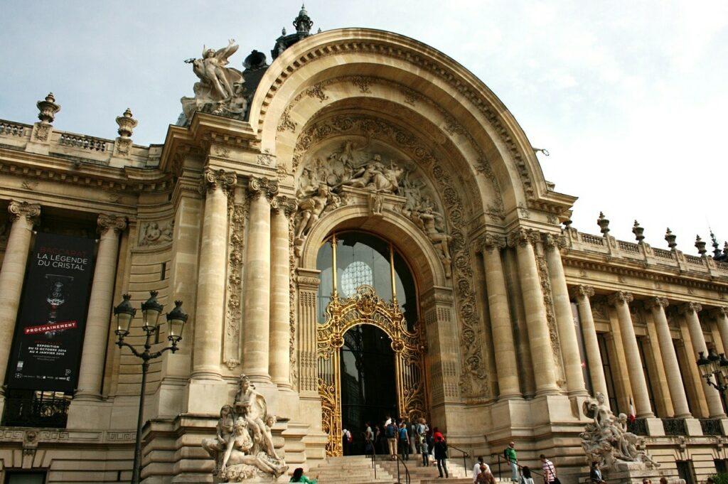 Passeios gratuitos em Paris para Curtir sozinha: Explorar museus que oferecem gratuidade
