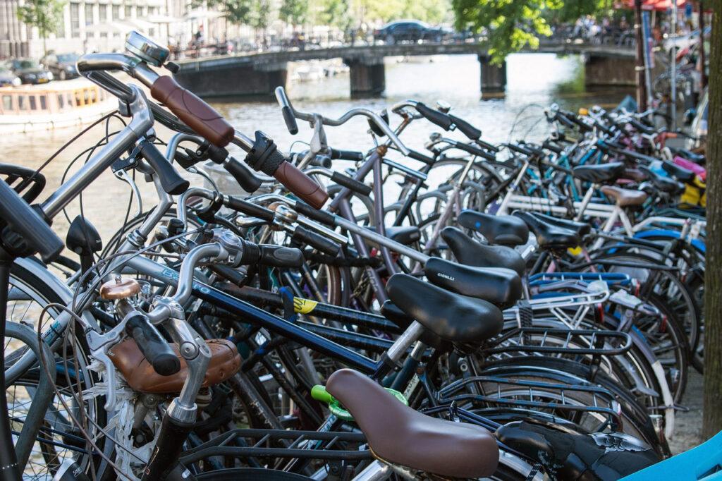 Viajar Sozinha para a Holanda Cuidados com as Bicicletas!