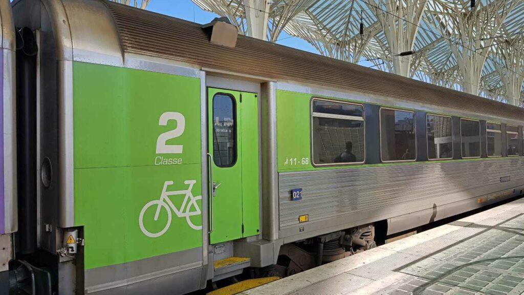 Trem para Faro, Gare do Oriente em Lisboa