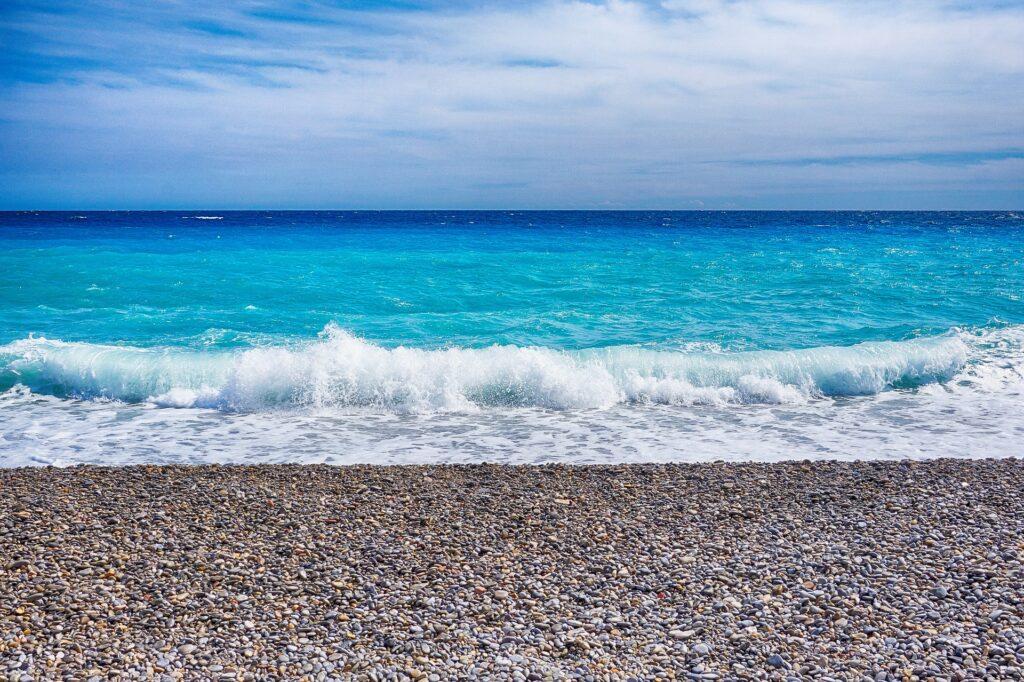 Viajar Sozinha para Nice Beira da Praia