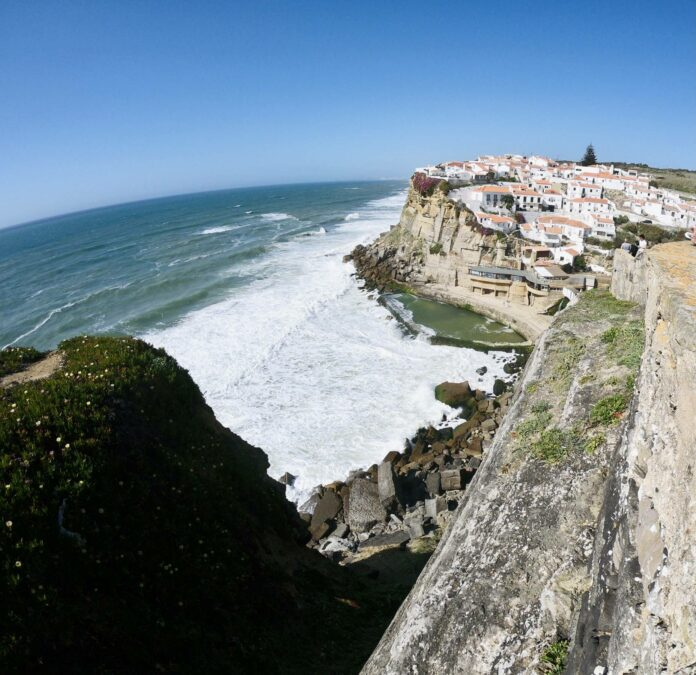Azenhas do Mar vista do Miradouro