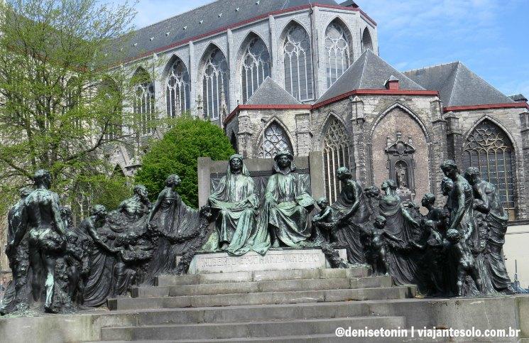 Estatua The Van Eyck Brothers | Viajante Solo
