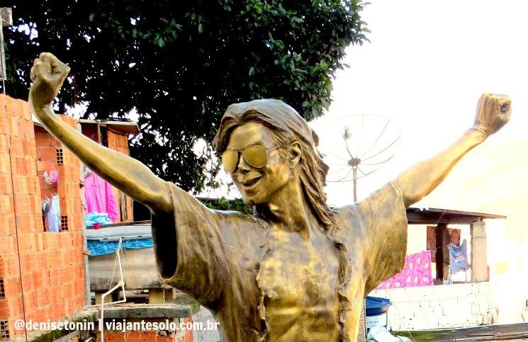 Estatua em Bronze Michael Jackson na Favela Santa Marta | Viajante Solo
