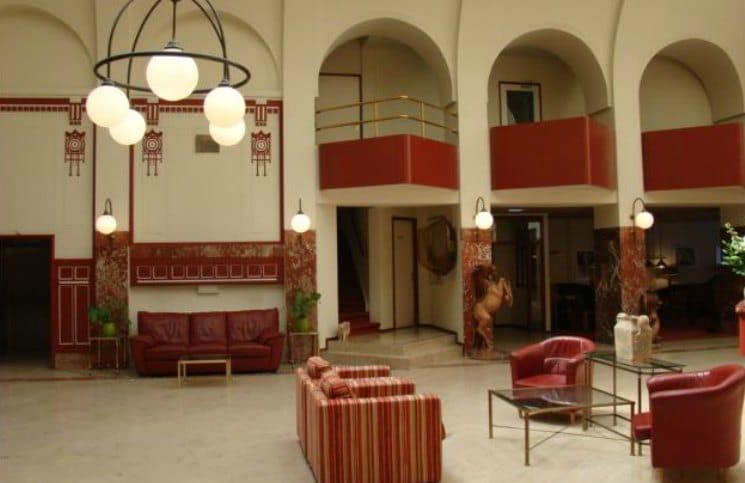 Hotel Review Rho Lobby_Viajante Solo