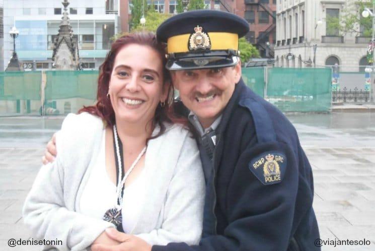 Police Parliament Ottawa| Viajante Solo